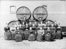 FOTOGRAFI Dalkullor som arbetar vid Piehls bryggeri. 1897-1897 FOTOGRAF: Klemming, Frans G (Fotograf). BILDNUMMER: D 4158 Stadsmuseet i Stockholm